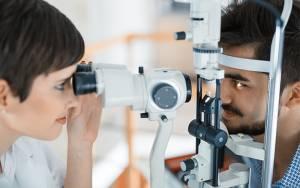 dry eye test with optometrist